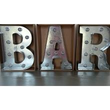 Verlichte letters BAR